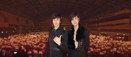 TVXQ's visit to Taiwan attracts largest fan gathering in airport