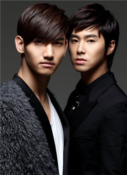 TVXQ's album tops Japan's weekly chart with new release