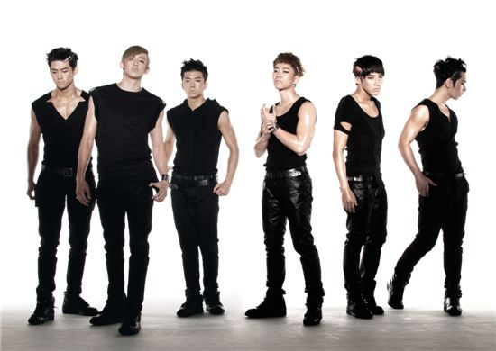 2PM scores double win on televised music programs