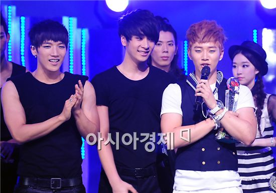 PHOTO 2PM wins Mnet  M! CountDown