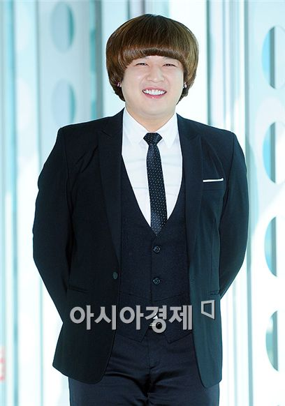 Super Junior Shindong proposes to girlfriend thru new album